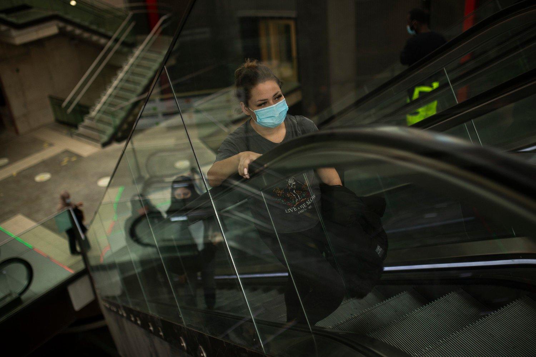 STRAMMER INN: Krav om ansiktsmasker er bare ett av en rekke nye smittebegrensende tiltak som nå er innført i Belgia, etter en ny smittebølge, særlig i Antwerpen.