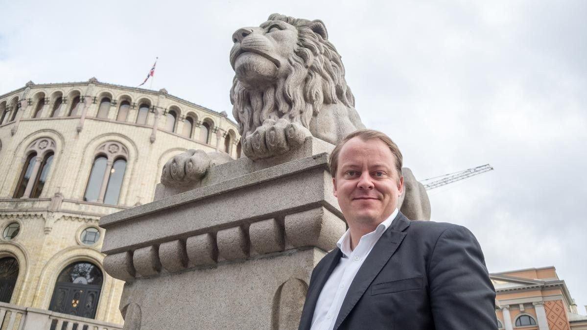 Stortingsrepresentant Erlend Wiborg reagerer kraftig på forslaget fra AUF om en ny, radikal boligpolitikk med skatteskjerpelse for boligeiere.