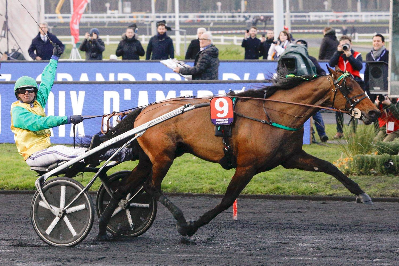 Björn Goop vinker i det målstreken passeres på Vincennes søndag.