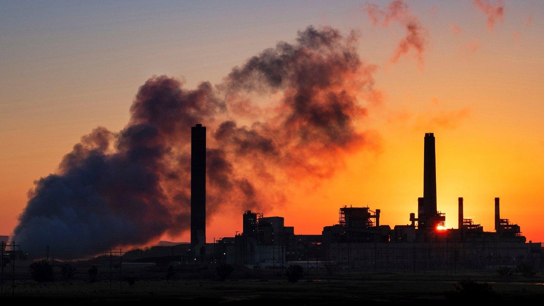 TRUSSEL: Luftforurensing er en like stor trussel mot folkehelsa som koronaviruset, hevder forskere.