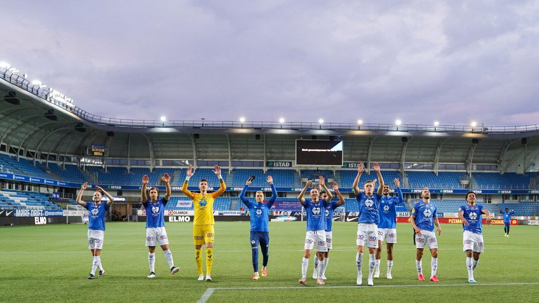 Molde 20200729. Molde spillerene jubler etter eliteseriekampen i fotball mellom Molde og Vålerenga på Aker stadion.