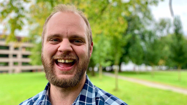 KLAR: Mímir Kristjánsson fått grønt lys til å stille til stortingsvalg for Rødt. – Mange er redde for å vise svakhet og menneskelighet. Det som har skjedd med moren min er grunnen til at jeg valgte venstresiden, sier Kristjánsson.