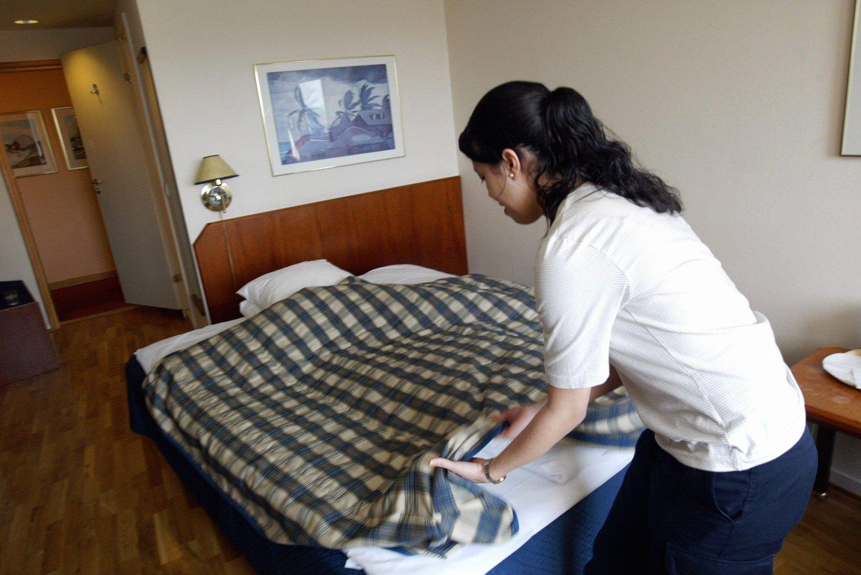 Den gjennomsnittlige lønnsveksten har gått opp i overnattings- og serveringsnæringen under koronapandemien fordi majoriteten av de permitterte i bransjen jobber i lavtlønte yrker som for eksempel renhold av rom. Arkivfoto.