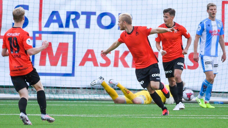 Førstedivisjon i fotball 2020: Åsane - Sandnes Ulf Bergen 20200817. Håkon Lorentzen i midten jubler i førstedivisjonkampen i fotball mellom Åsane og Sandnes Ulf på Myrdal stadion.