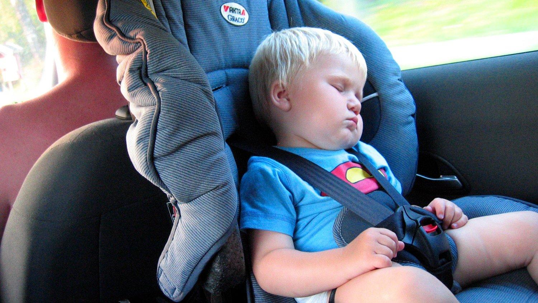 USIKKERHET: Mange vet ikke hvor lenge barn skal sitte i bilsete, viser undersøkelse.