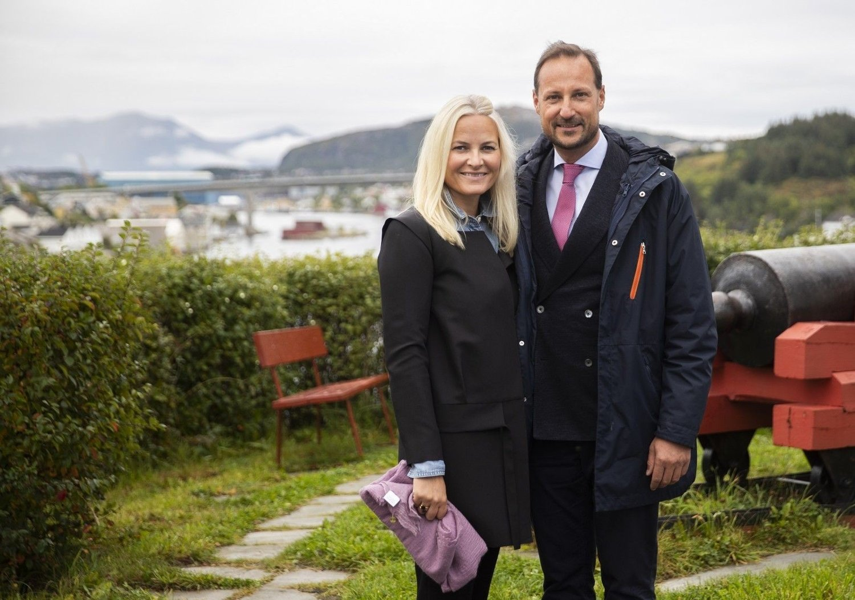 Kronprins Haakon og kronprinssese Mette-Marit under kronprinsparets besøk i Kristiansund september 2020.