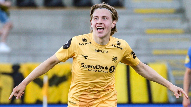 Bod¯ 20200726. Jens Petter Hauge jubler etter å ha gitt hjemmelaget ledelsen 3-1 under eliteseriekampen i fotball mellom Bodø/Glimt og Molde på Aspmyra stadion.