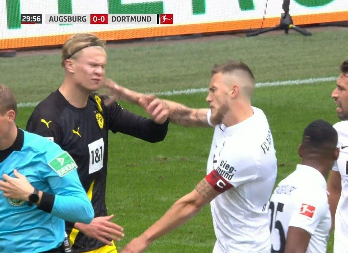 Erling Braut Haaland Borussia Dortmund Haaland I Handgemeng Da Dortmund Tapte Mot Augsburg