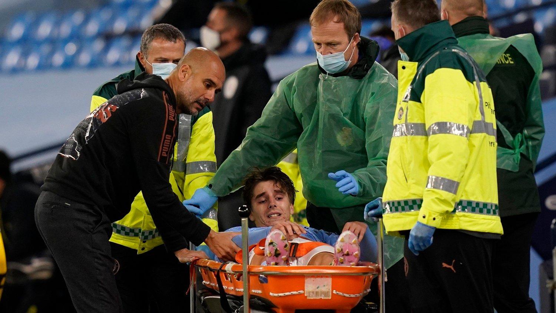 Manchester City-manager Josep Guardiola er bekymret for spillernes helse på grunn av et meget tett kampprogram i engelsk og europeisk fotball.