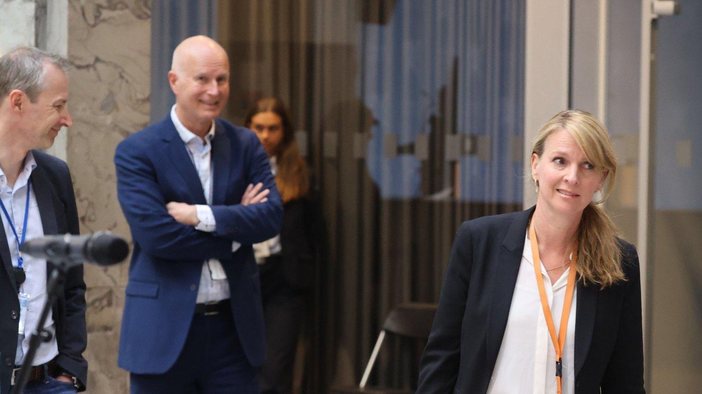 67 millioner skiller helsedirektør Bjørn Guldvog og avdelingsdirektør Line Vold i Folkehelseinstituttet.