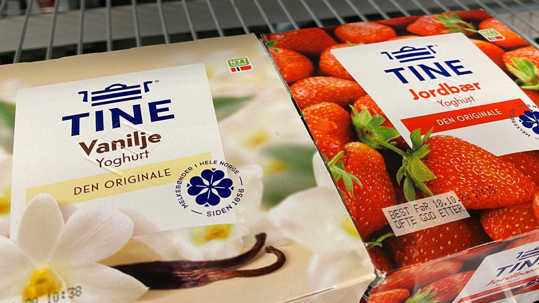 vaniljeyoghurt og jordbæryoghurt