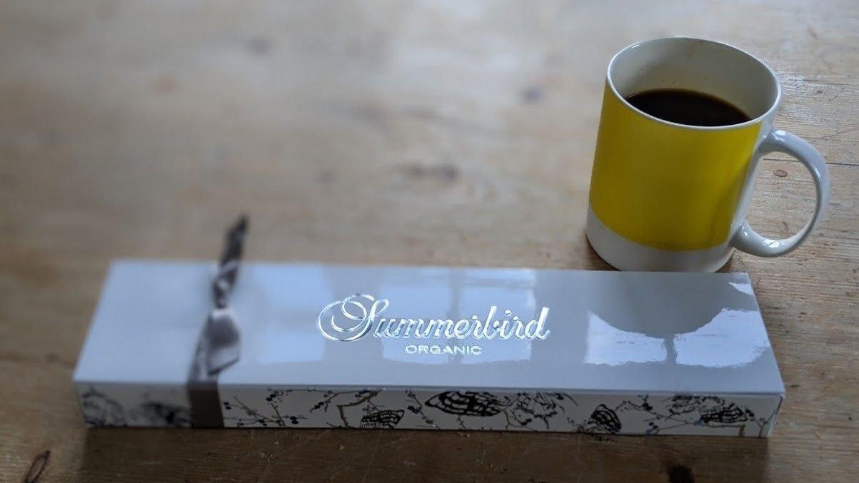 Summerbird er en helt nydelig serie med sjokolade, og deres marsipansjokolade er av ypperste klasse.