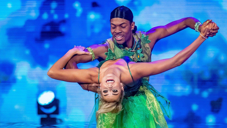 Skal vi danse - Program 06, 10. oktober 2020 Nate Kahungu - Helene Spilling. Skal vi danse - program 06. Bildene kan kun brukes av media i forbindelse med omtale av TV 2 eller TV 2s programmer.