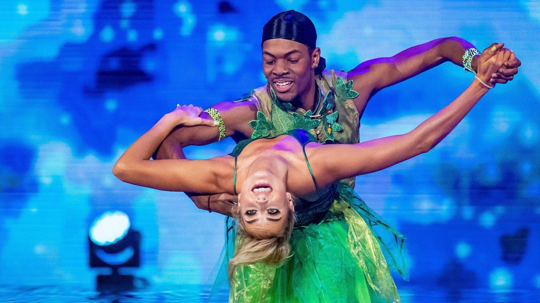 Nate Kahungu - Helene Spilling. Skal vi danse - program 06. Bildene kan kun brukes av media i forbindelse med omtale av TV 2 eller TV 2s programmer.