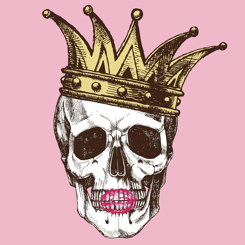 Hodeskalle med kongekrone og leppestiftavtrykk på munnen.