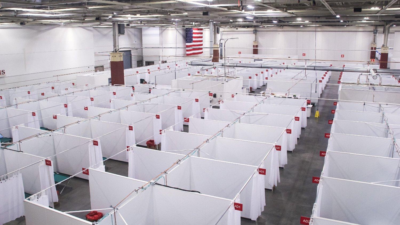I Milwaukee, Wisconsin, er det nå satt opp et feltsykehus for å ta unna alle pasienter. I noen regioner i staten er nå 90 prosent av intensiv sengeplassene belagt. Den positive testraten i Sør-Dakota og Wisconsin ligger på henholdsvis 30 og 20 prosent.
