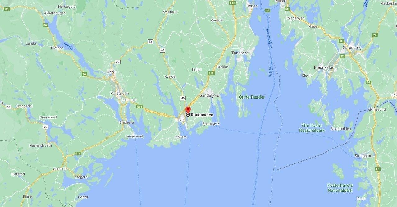 MULIG ARBEIDSULYKKE: En person er funnet død etter en mulig arbeidsulykke i Larvik.
