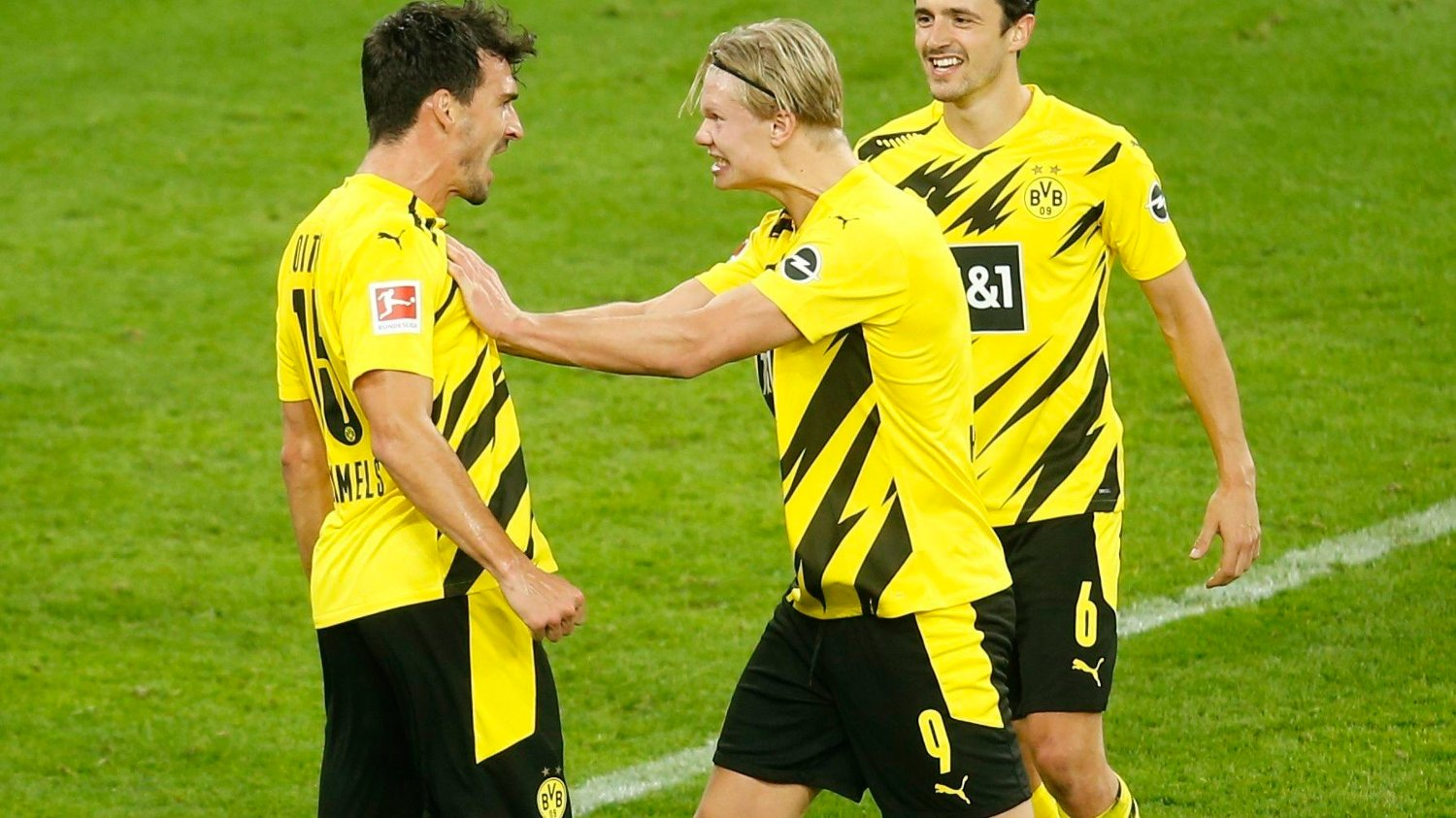 Dortmund's German defender Mats Hummels / DFL REGULATIONS PROHIBIT ANY USE OF PHOTOGRAPHS AS IMAGE SEQUENCES AND/OR QUASI-VIDEO