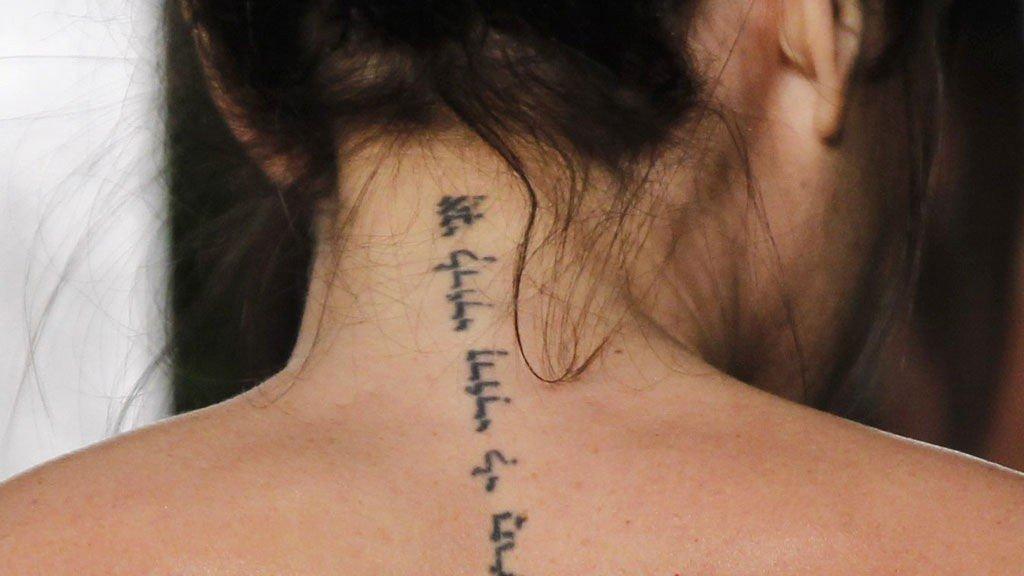 På ryggen tatovering Dømt for