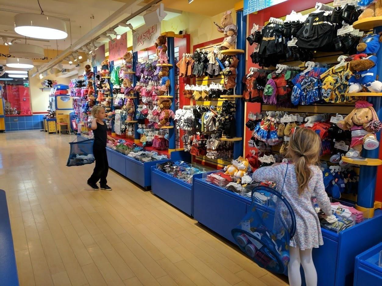 6e4b56fd Det finnes butikker hvor du kan lage din egen personlige teddybjørn, men  hvor er butikken hvor du kan lage ditt eget servise?