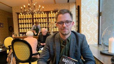 Nettavisen møtte forfatter Emil André Erstad dagen før bokutgivelsen.