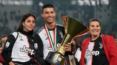RONALDOS NÆRMESTE: Georgina Rodríguez, Cristiano Ronaldo og hans mor Dolores Aveiro.