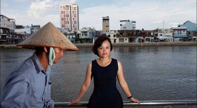Hong Hoang er leder av Change Vietnam, en av Vietnams ledende miljøorganisasjoner. Ifølge Forbes er hun én av Vietnams 50 mest innflytelsesrike kvinner.