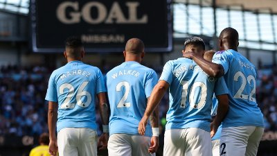 FRYKTINNGYTENDE: Sergio Agüero og resten av Manchester City-laget feide all konkurranse av banen.