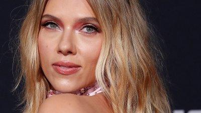 """ÅPNER SEG: Scarlett Johansson forteller om at hun måtte kjempe for å bli kvitt stempelet hun ble pålagt tidlig i sin skuespillerkarriere. Her er hun avbildet på premieren til """"Jojo Rabbit"""" i oktober."""