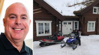 SELGER HYTTEN: Jan Tore Kjær selger hytten på egen hånd.