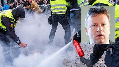 RASER: Redaktør Vebjørn Selbekk reagerer kraftig på politiets reaksjon på koranbrenningen. – Egne regler for Islam, sier han.