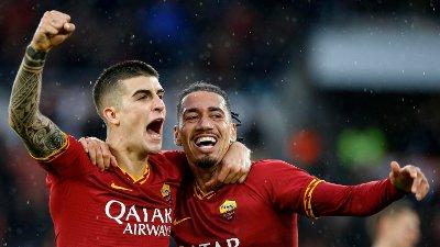 Chris Smalling og Gianluca Manicini feirer etter en scoring for Roma.