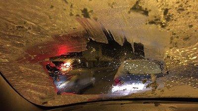 NULL SIKT: Slik ser ruta ut til mange bilister i snøværet.