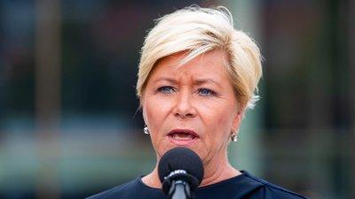 - UAKSEPTABELT: Frp-leder Siv Jensen langer ut mot Venstre-leder Trine Skei Grande etter at hun valgte å støtte Abid Rajas Frp-uttalelse.