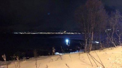 FALT I SJØEN: Flere personer falt i sjøen i Tromsø. Tilstanden til disse er uavklart.