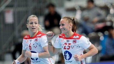 NYE REGLER: Heidi Løke, Camilla Herrem og de andre norske jentene fikk beskjed om regelpresiseringer kort tid før VM.