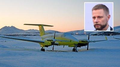 PARKERT: Bildet er av Lufttransport sine små ambulansefly som kan fly på kortbanenettet i nord. De er parkert i snøen utenfor flyplassen i Tromsø.