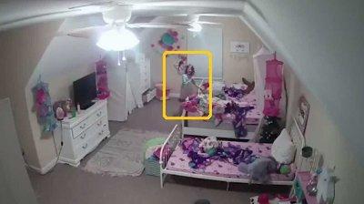 Datteren til Alyssa LeMay ble plaget av en hacker som brøt seg inn på familiens overvåkingskamera.