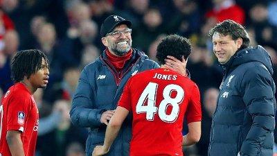 GOD GLISEGRUNN: Curtis Jones brukte sjansen han fikk av manager Jürgen Klopp til å sende Liverpool videre i FA-cupen på bekostning av Everton. Og det på spektakulært vis.