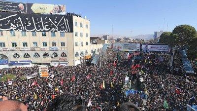 Kisten med den drepte general Qarem Soleimani har ankommet hans hjemby Kerman.