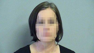 På selve dagen da voldtekten skal ha funnet sted, i midten av 2019, tok den 40 år gamle lærerinnen kontakt med eleven og inviterte ham hjem til seg, der hun oppholdt seg sammen med den andre kvinnen.