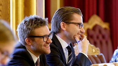 PÅ STORTINGET: Stefan Heggelund (til venstre) er ny energi- og miljøpolitisk talsperson for Høyre. Her sitter han samen med Sveinung Rotevatn i spørretimen i 2014. Heggelund overtok vervet etter at partikollega Tina Bru ble utnevnt til olje- og energiminister.