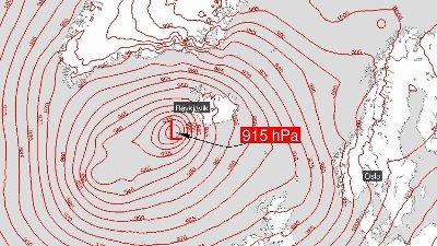 I helgen kan det nærme seg rekordlavt trykk i Nord-Atlanteren. Den gjeldende rekorden er fra 10. januar 1993.