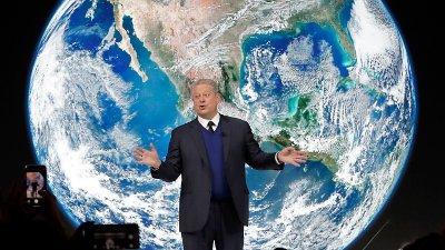 USAs tidligere visepresident Al Gore er blant deltakerne i Davos som er dypt bekymret over klimaendringene, men også han ankom Sveits i privatfly.