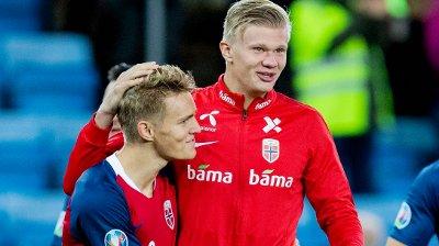 JAKTER STORE ØYEBLIKK: Norges Martin Ødegaard og Erling Braut Haaland blir neppe fornøyd før de skyter Norge til et mesterskap sammen.