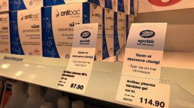 UTSOLGT: Mange apotek er utsolgte for antibac. Hos Boots Apotek Lille Grensen i Oslo var det kun desinfiserende servietter som fortsatt var på lager mandag formiddag.