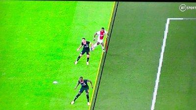OFFSIDE: Ajax-spiller Quincy Promes' scoring mot Chelsea ble annullert på grunn av offside denne Champions League-sesongen. Nå vil UEFA innføre tykkere streker, til fordel for angripende lag.