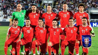 Bilde av det serbiske landslaget med profiler som Aleksandar Kolarov og Sergej Milinkovic-Savic.