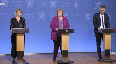 Statsminister Erna Solberg, barne- og familieminister Kjell Ingolf Ropstad og kunnskaps- og integreringsminister Guri Melby på pressekonferansen der de svarte på barnas spørsmål om koronavirus.