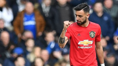 Manchester United's Portuguese midfielder Bruno Fernandes celebrates after scoring the equalising goal during the English Premier League football match between Everton and Manchester United at Goodison Park in Manchester United, north west England on March 1, 2020. / RESTRICTED TO EDITORIAL USE. No use with unauthorized audio, video, data, fixture lists, club/league logos or 'live' services. Online in-match use limited to 120 images. An additional 40 images may be used in extra time. No video emulation. Social media in-match use limited to 120 images. An additional 40 images may be used in extra time. No use in betting publications, games or single club/league/player publications. /